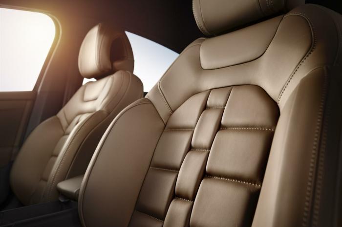 nettoyer des sièges de voiture comme neuves
