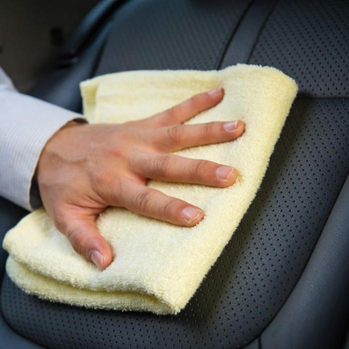 nettoyer des sièges de voiture en cuir propositions