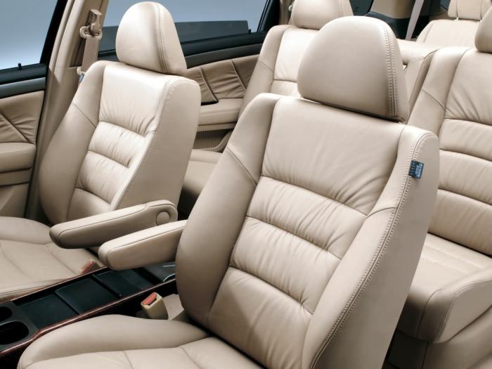 nettoyer des sièges de voiture idée cuir