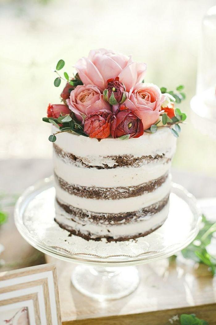petit gâteau anniversaire nu