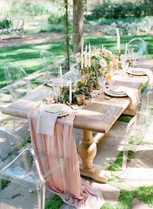 plan de table mariage chaises élégantes en plexiglas