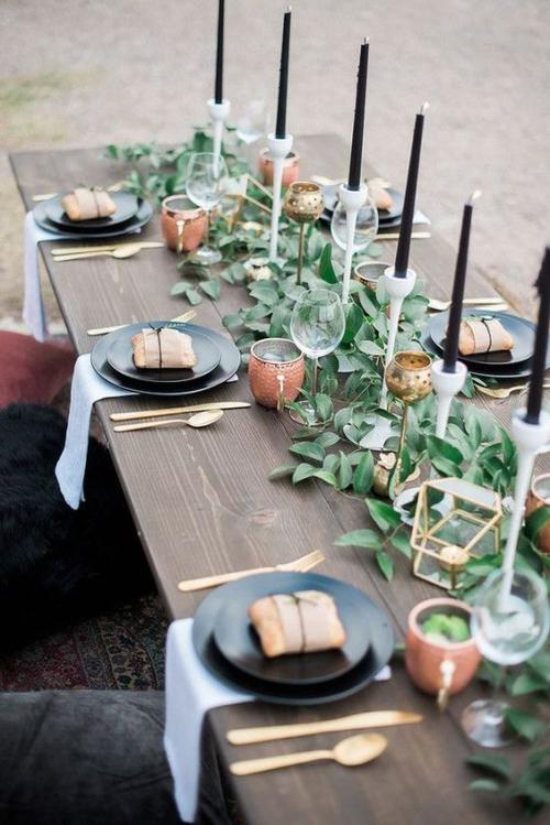 plan de table mariage guirlande de laurier sur la table