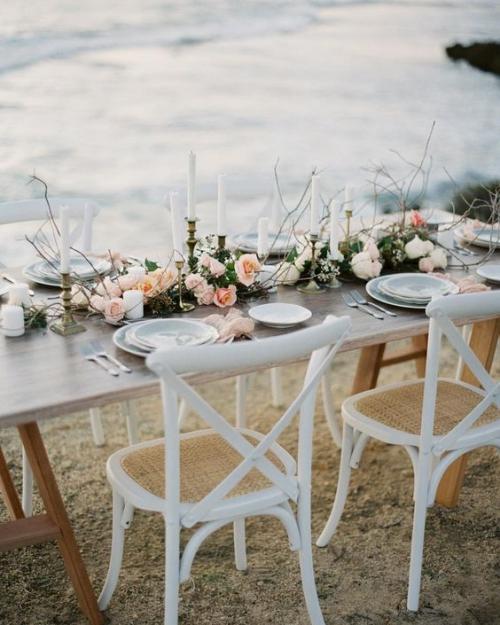 plan de table mariage table et chaises en bois