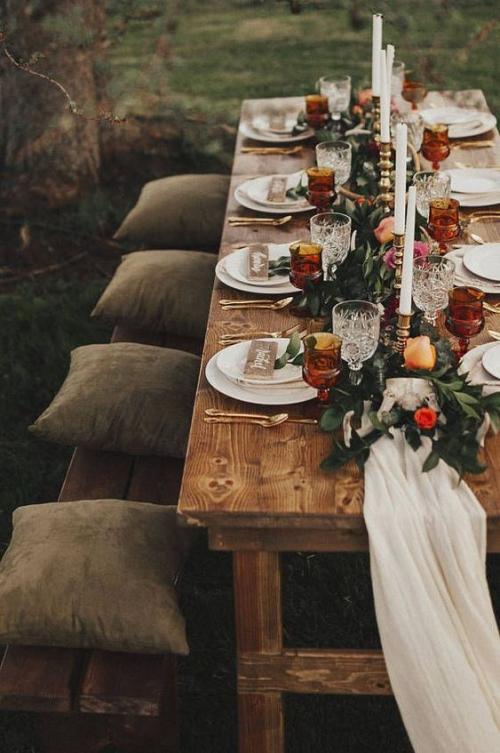 plan de table mariage un banc avec des coussins