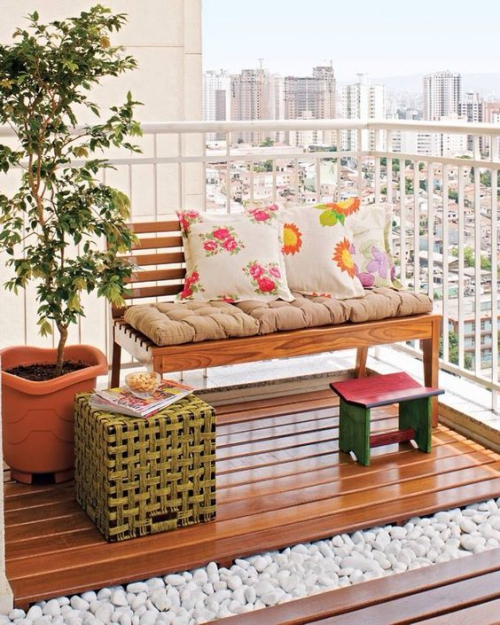 plante en pot terrasse grand espace d' appartement en ville