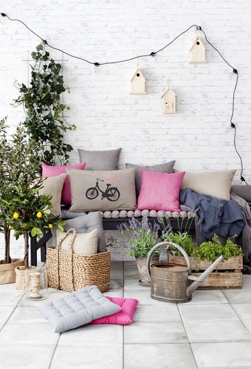 plante en pot terrasse grand espace mur en briques blanches