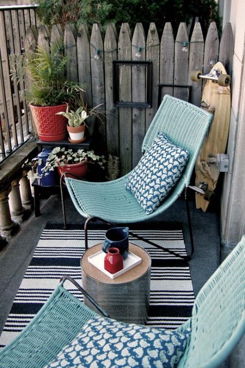 plante en pot terrasse petit espace couvert de tapis