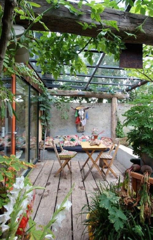 plante en pot terrasse sous un abri vitré