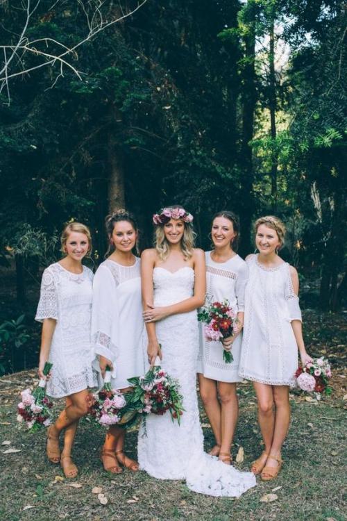 robe invitée mariage automnal couronne de fleurs pour la mariée