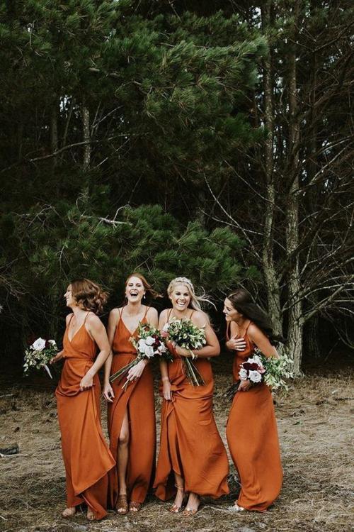 robe invitée mariage automnal forêt pour arrière-plan