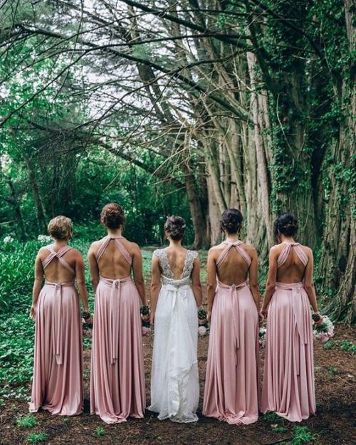 robe invitée mariage automnal mariée et quatre demoiselles d'honneur