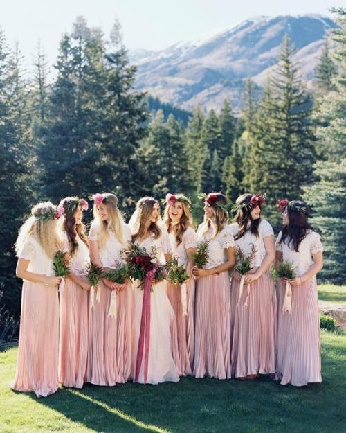 robe invitée mariage automnal nymphes dans la forêt