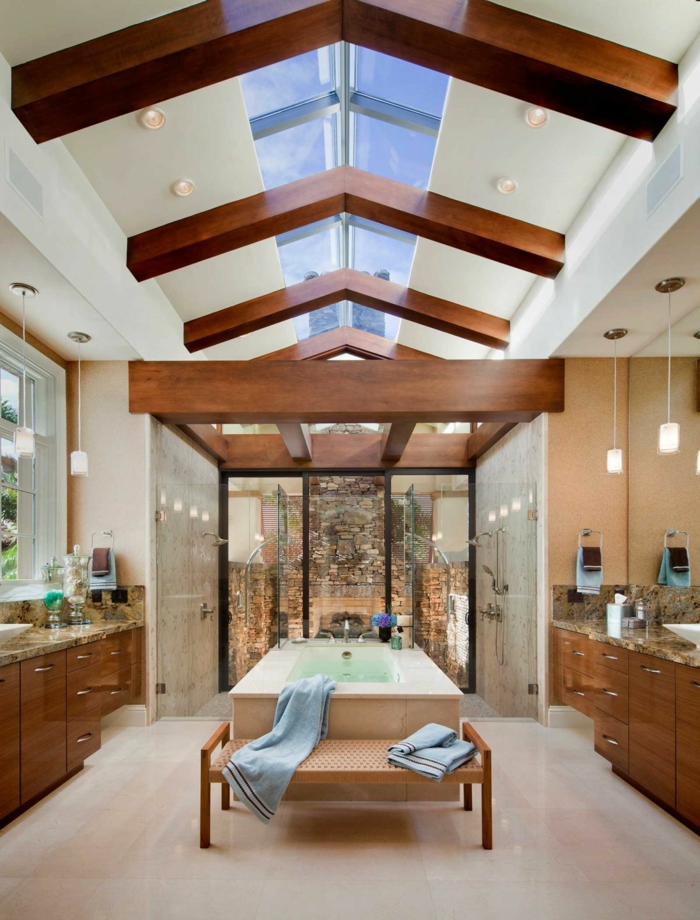 salle de bain plafond voûté poutre apparente