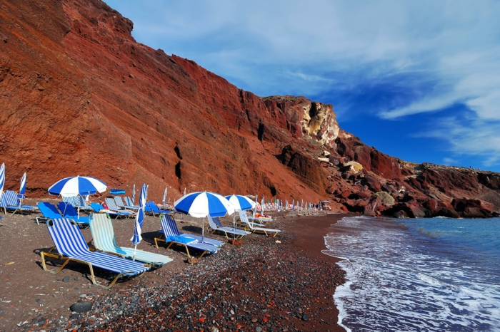 santorin voyage lune de miel plage rouge