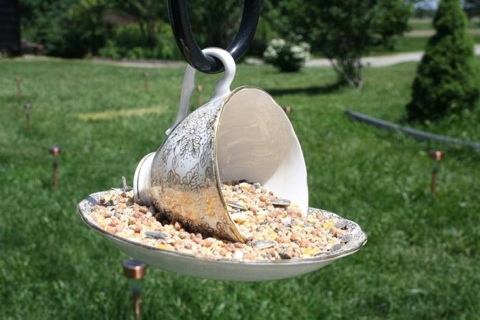 tasse à café pour une mangeoire oiseaux diy