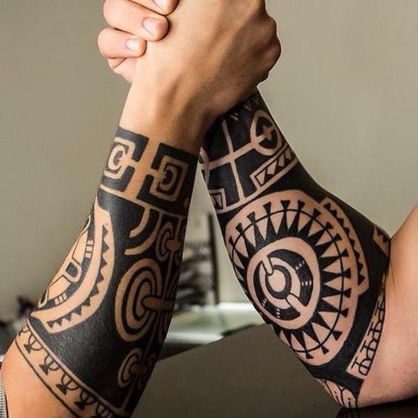 tatouage maorie design homme
