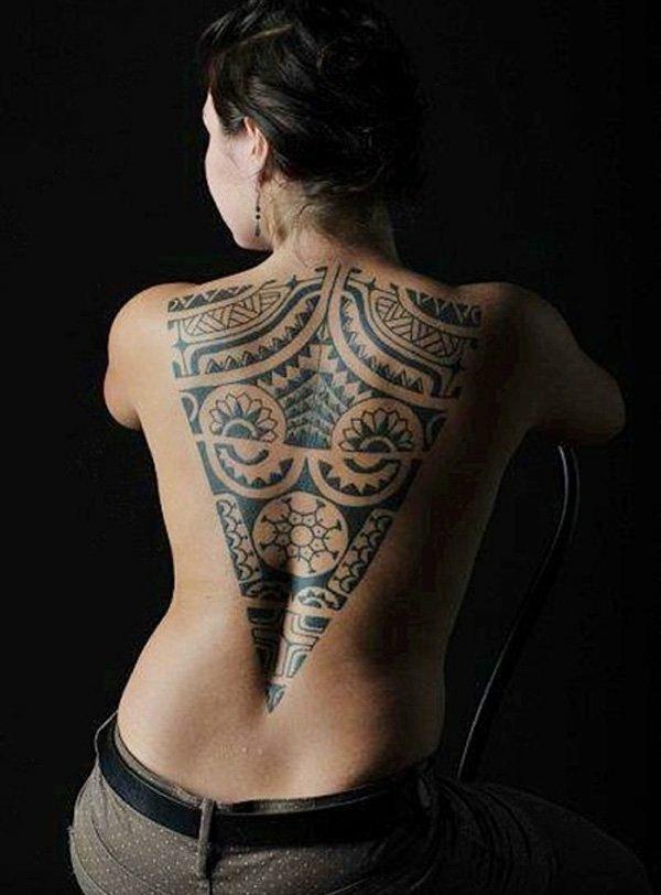tatouage maorie femme dos
