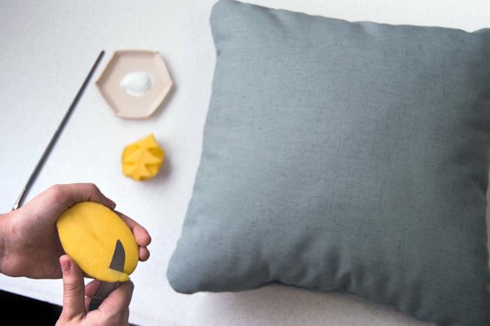 transformer un coussin idée avec tampon encreur