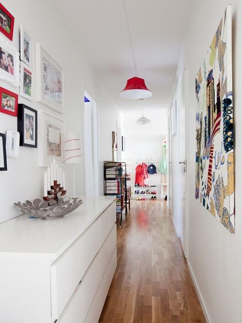 éclairage couloir murs en blanc