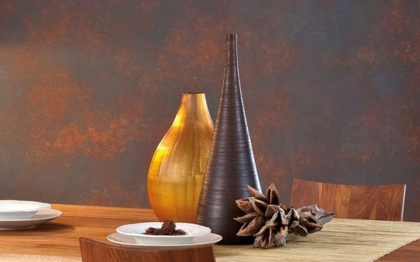 Intégrer le doré deux vases