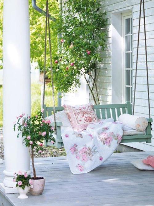 aménagement de porche roses rampantes