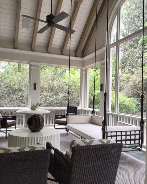 aménagement de porche sol en carrelage et tapis
