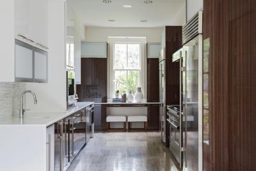 aménager une cuisine longue solution bicolore