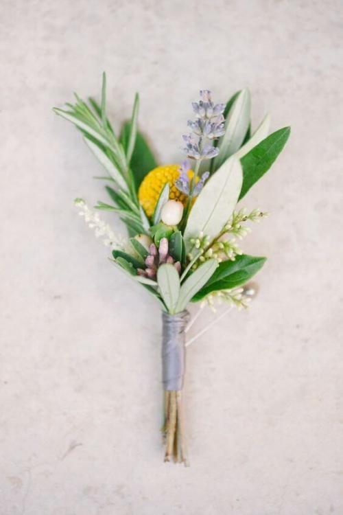boutonnière mariage quelques fleurs champêtres