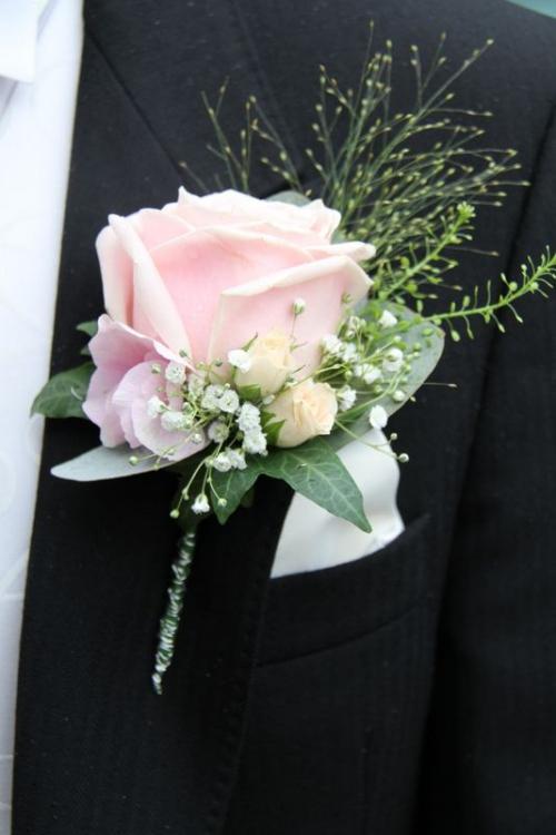 boutonnière mariage rose splendide