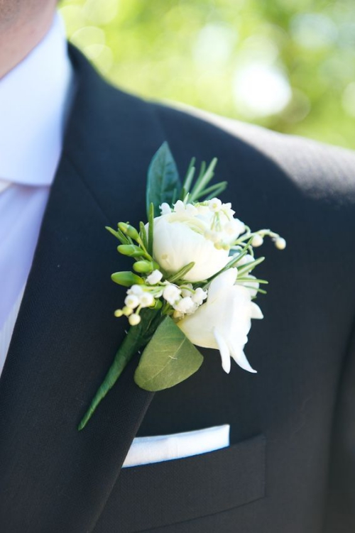 boutonnière mariage roses blanches