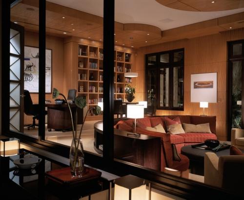 canapé arrondi salon en couleurs chaudes
