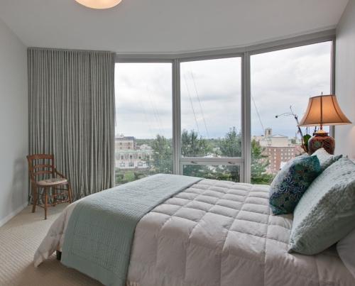 chambre bleu gris pour un sommeil relaxant dans le pays des r ves. Black Bedroom Furniture Sets. Home Design Ideas