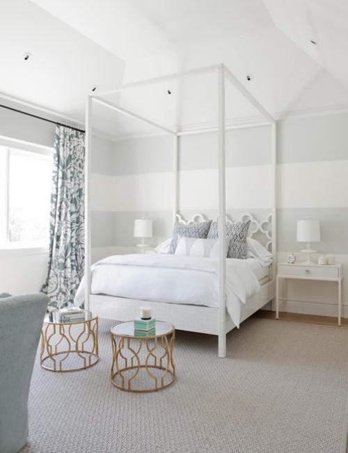 chambre bleu gris lit baldachin