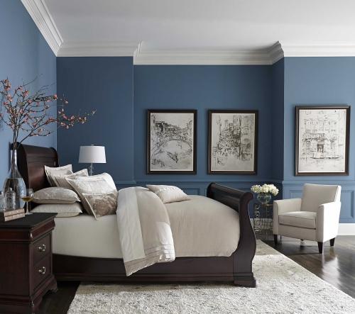 chambre bleu gris lit et tables de chevet en même matière