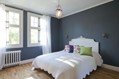 chambre bleu gris sol en bois
