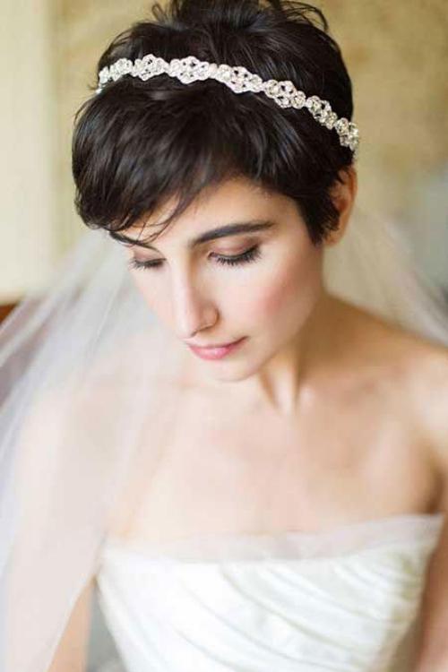 coiffure mariage cheveux courts diadème et voile