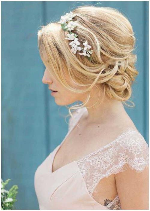 coiffure mariage cheveux mi-longs épaules nues