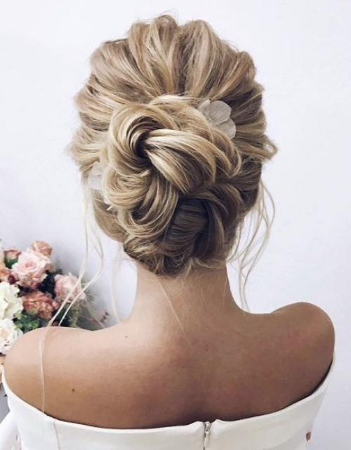 coiffure mariage cheveux mi-longs cheveux en ondulations