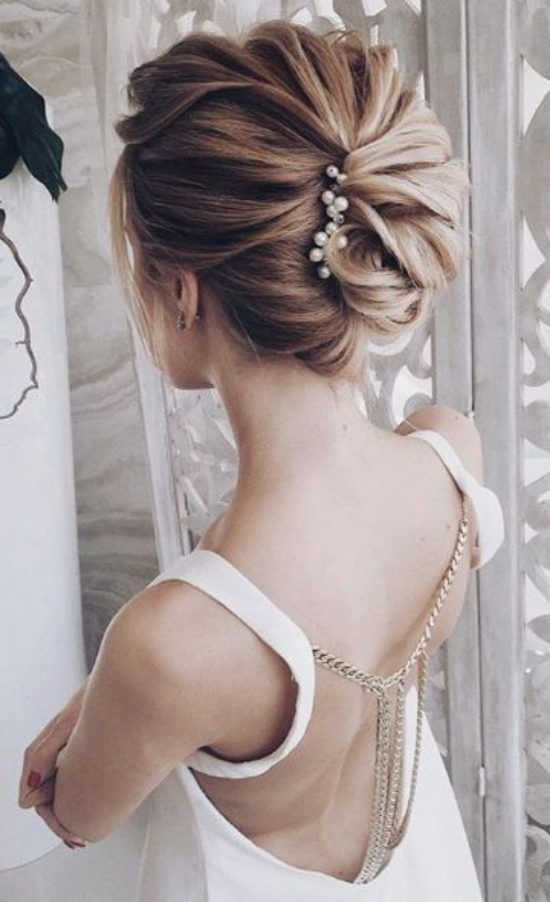 coiffure mariage cheveux mi-longs chignon latéral