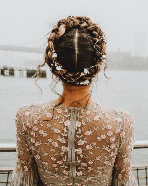 coiffure mariage cheveux mi-longs couronne de nattes