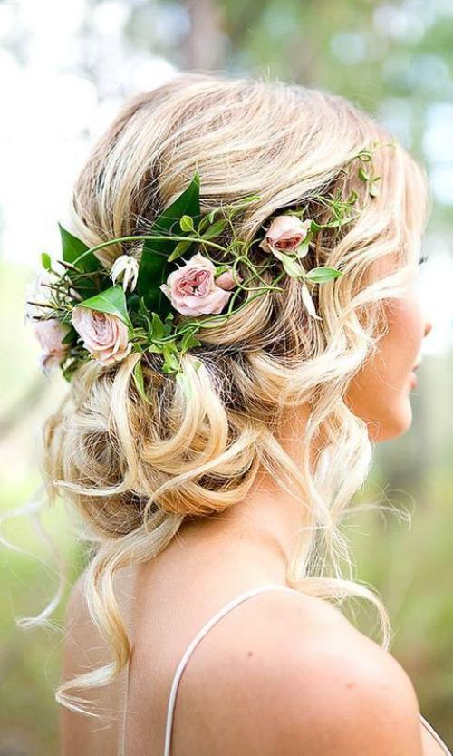 coiffure mariage cheveux mi-longs jolie blonde