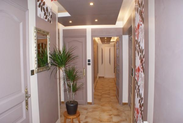 couleur couloir plein d id es pour un espace personnalis. Black Bedroom Furniture Sets. Home Design Ideas