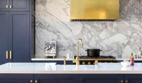 crédence marbre cuisine en bleu et gris