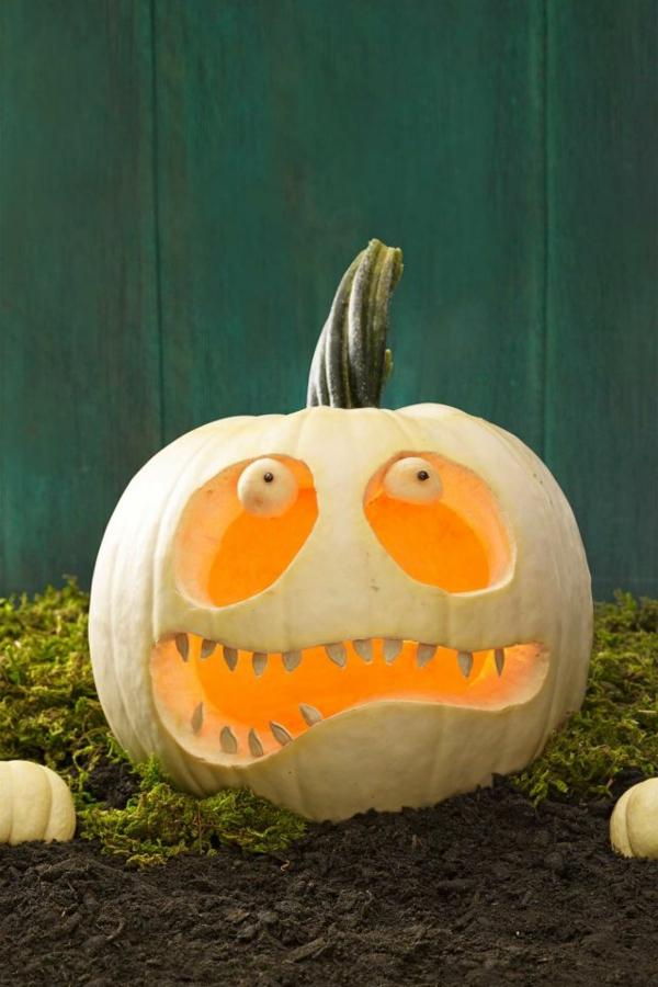 creuser une citrouille pour halloween monstre