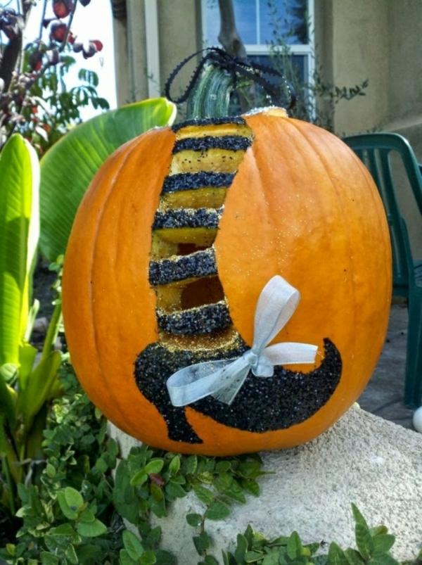 creuser une citrouille pour halloween pied de sorcière