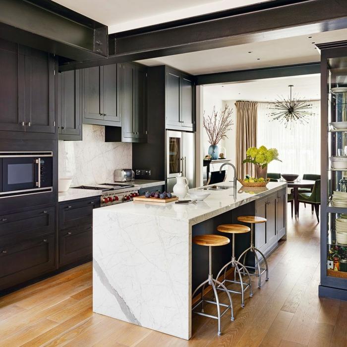 cuisine équipée avec îlot armoires noires