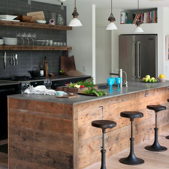 cuisine équipée avec îlot de style industriel