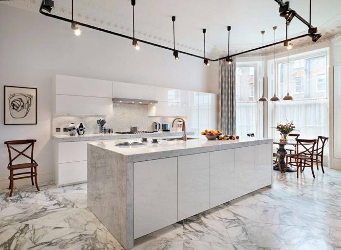 cuisine blanche éclairage industriel sol marbre