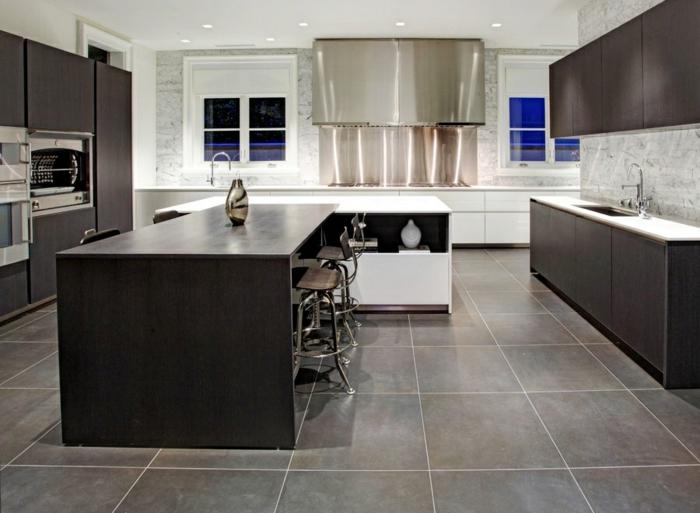 cuisine en bois foncé sol marbre gris
