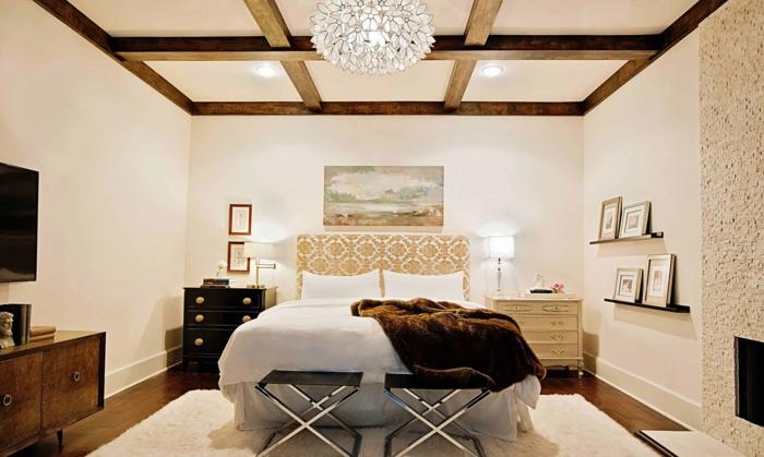déco chambre blanc crème plafond poutre apparente